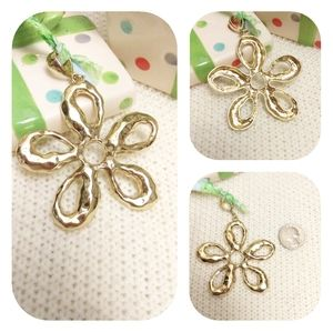 Must bundle!  Gold Tone Flower Pendant